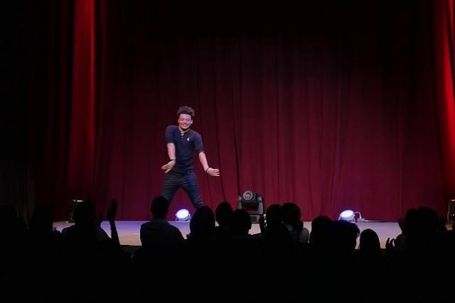 """(Vidéo) Kev Adams à Miami : """"quel bonheur cette tournée !"""" 1"""