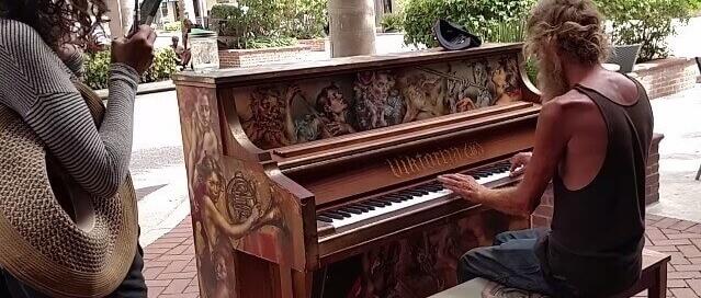 Floride : un SDF, pianiste virtuose, émeut le monde sur Youtube