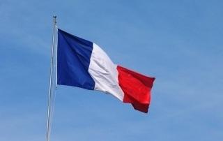 Drapeau français flottant